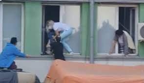VIDEO FOTO Imagini dramatice. Momentul în care pacienții sunt evacuați pe  geam la Spitalul de Boli Infecțioase din Constanța
